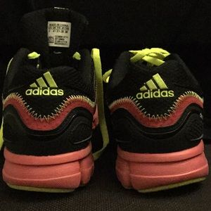 adidas Shoes - Like New Girls Adidas Climacool Sneakers